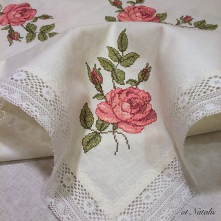 """Винтажная льняная скатерть с вышивкой """"Бутоны роз-2"""""""